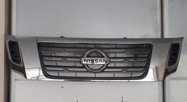 Nissan Navara orijinal çıkma ön Panjur.  2015 sonrasi