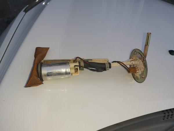 Defender 2.5 benzinli benzin pompasi 200 tl