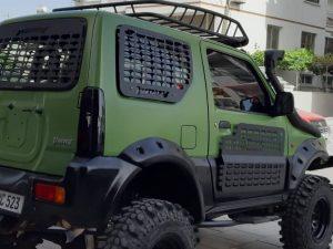 Suzuki Jimny cam ve kapı koruma seti aracınıza hırçın bir görünüm kazandırırken