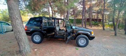 1993 model jeep grand cheeroke 5.2 190.000 mil'dedir temiz aile arabasıdır